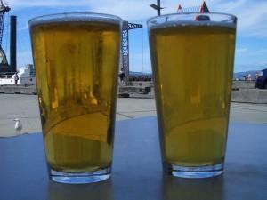Ein kühles Bier am Hafen von Wellington